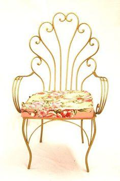 cadeira de ferro rabo de pavão R$790.00