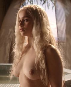 emilia-clarke-nude-pics-2.jpg (529×648)