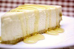 No-Bake Honey Yogurt Cheesecake c/o Art of Dessert. I need to make this, healthier and easier than regular cheesecake :) Greek Yogurt Frosting, Greek Yogurt Cheesecake, Nut Recipes, Sweet Recipes, Cupcakes, Cupcake Cakes, No Bake Desserts, Dessert Recipes, Pastries