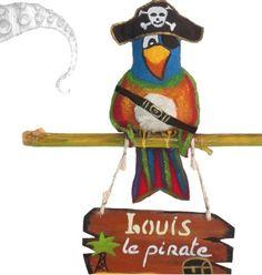 #déco #pirate enfant , plaque de porte perroquet pirate chambre enfant petit garçon, création unique et artisanale. https://www.alittlemarket.com/decoration-pour-enfants/deco_murale_plaque_de_porte_perroquet_pirate-346907.html