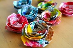 Washi Tape Flowers--so cute.i so need to get washi tape. this stuff is awesome Washi Tape Crafts, Paper Crafts, Washi Tapes, Fabric Flowers, Paper Flowers, Cinta Washi, Crafts To Make, Diy Crafts, Decorative Tape