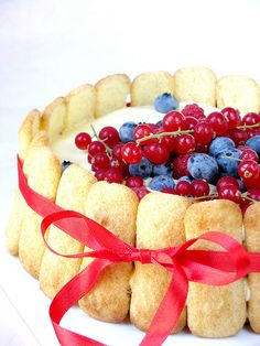 lady fingers cake Lady Finger Cake Recipe, Berry Cake, Eat Dessert First, Strawberry Recipes, Love Food, Fun Food, Cupcake Cakes, Cupcakes, Cake Recipes