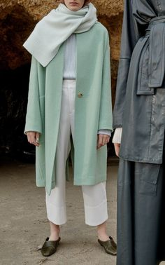 modest fashion Collarless Wool-Blend Cocoon Coat by Vince Muslim Fashion, Modest Fashion, Fashion Muslimah, Womens Fashion Online, Latest Fashion For Women, Mode Outfits, Trendy Outfits, Look Fashion, Autumn Fashion