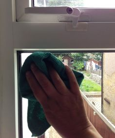 Window cleaning tips from Nina the cleaner.