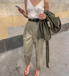 Best Ideas For Style Casual Kendall Jenner Simple Fashion Blogger Style, Look Fashion, 90s Fashion, Daily Fashion, Trendy Fashion, Fashion Outfits, Womens Fashion, Fashion Tips, Fashion Design