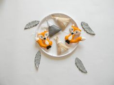 The mobile can be defined as moving sculpture. Early mobiles did not necessarily move, as do most crib mobiles today. The modern crib mobile is… Tribal Nursery, Fox Nursery, Nursery Decor, Baby Crib Mobile, Baby Cribs, Mobiles, Feather Mobile, Baby Boy Rooms, Baby Room