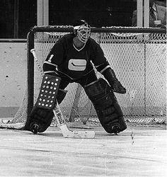 Hockey Goalie, Hockey Teams, Ice Hockey, Goalie Mask, Vancouver Canucks, Nhl, Old School, Masks, Classic