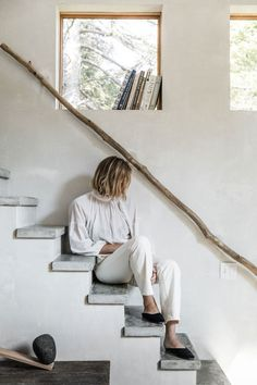 Apiece Apart Woman Julie O'Rourke ( at home last summer in coastal Maine. Home Interior, Interior Architecture, Interior And Exterior, Interior Design, Wabi Sabi, Interior Inspiration, Design Inspiration, Slow Living, Recipe For Mom