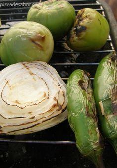 Salsa de tomatillo y chile serrano a la parrilla - www.pizcadesabor.com