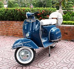 Classic Vintage Vespa scooter! I need one.