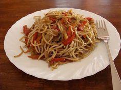 Domácí mňamky: Originál pravé smažené čínské nudle No Cook Meals, Tofu, Spaghetti, Food And Drink, Yummy Food, Healthy Recipes, Treats, Baking, Dinner