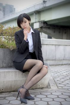 Pantyhose Outfits, Pantyhose Heels, Pantyhosed Legs, Tights And Heels, Leg Pictures, Fashion Poses, Cute Asian Girls, Office Ladies, Beautiful Asian Women