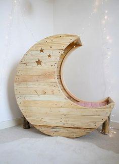 cuna con forma de luna