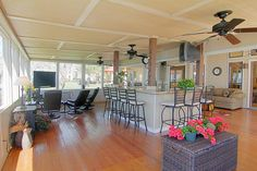Great entertaining area that large groups of friends can enjoy each other's company, sit and watch TV, view the lake and gather to go fishing.