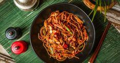 Földimogyorós-csirkés kamu pad thai | Street Kitchen Penne, Pasta, Japchae, Spaghetti, Food And Drink, Lunch, Street, Ethnic Recipes, Kitchen