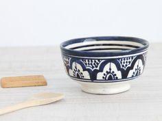 bol de cerámica en tonos azules y blancos. dar amïna shop