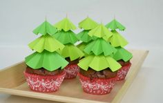 If you need an easy DIY to top your sweet treats this holiday season, check out these Christmas tree-inspired cupcake toppers! It not only looks adorable