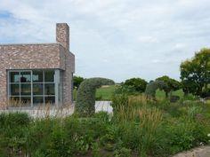 Piet Oudolf's Private Garden by Michelle Slatalla article-image