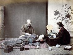 Felice Beato  Sessione di massaggio, stampa all'albumina colorata a mano, 1865 ca.