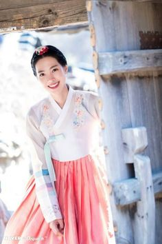 Korean traditional clothes HANBOK (진세연) Korean Traditional, Traditional Fashion, Traditional Outfits, Korean Hanbok, Korean Dress, Ethnic Fashion, Korean Fashion, Grand Prince, Culture Clothing