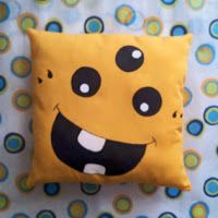 Chunchitas bonitas: Cojines monstruosamente divertidos! Sewing Projects For Beginners, Sewing Tutorials, Sewing Pillows, Animal Pillows, Hobbies And Crafts, Kids Room, Cushions, Quilts, Crochet