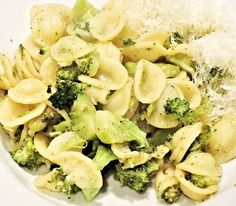 Broccoli Pasta What is broccoli? Broccoli could be a branched, inexperienced vegetable with either purple or additional usually inexperienced flower buds. Light Pasta Recipes, Summer Pasta Recipes, Mint Recipes, Great Recipes, Pasta Sin Gluten, Cherry Tomato Pasta, Broccoli Pasta, Broccoli Lemon, Ideas