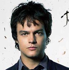 Jamie Cullum, singer-songwriter who primarily accompanies himself on piano and other instruments including guitar and drums, is a phenomenal vocalist as well, with his deep raspy crune-tunes. Although very young, he's simply incredible.