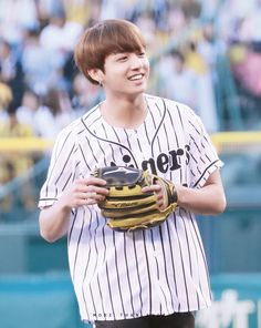 Jungkook BTS @The Hanshin Tigers vs. Nippon Ham Fighters Baseball Game! For the ceremonial fist pitch 170602