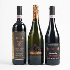 Winebox Superior - € 104,00  Valtellina Superiore d.oc.g. Sasselle Rocce Rosse di Arpepe, aromi che si amplificano in bocca, sensazioni in evoluzione, un vino imprendibile per una cantina ricercata; Sfursat di Valtellina d.o.c.g., il re dei vini valtellinesi, forte, robusto, vellutato e pieno. un vino da meditazione, da bere in compagnia; Franciacorta Brut millesimato Corte Marzaghe, il principe dei vini lombardi, ammiccante e complesso, esalta i sapori a tutto pasto senza mai prevalere.