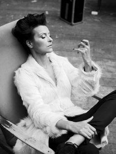 gorgeous Danuta Stenka by Mateusz Stankiewicz Black White Photos, Black And White, Polish Music, My People, Ikon, Most Beautiful Women, Style Icons, Short Hair Styles, Culture