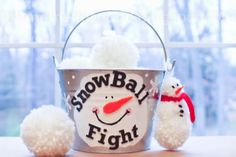 SNOWBALL FIGHT IN A BUCKET. Awesome child & family DIY gift!  #snowballfightinabucket