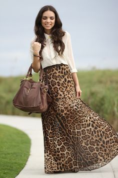 leopard maxi skirt- Flowy and comfy maxi skirts… Modest Outfits, Skirt Outfits, Modest Fashion, Love Fashion, Autumn Fashion, Cute Outfits, Womens Fashion, Leopard Maxi Skirts, Printed Maxi Skirts