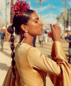 Peinados Pin Up, Spanish Style, Strike A Pose, Wedding Looks, I Love Fashion, Traditional Outfits, Ponytail, Braids, Culture
