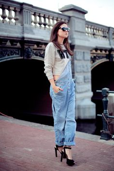 Overalls has been in and out of style for a few decades but this season, it's making a comeback. See ways to style the not-so-outdated overalls trend! All Fashion, Fashion Looks, Fashion Outfits, Spring Fashion, Denim Outfits, Fashion Story, Christy Turlington, Soft Grunge, Overalls Fashion
