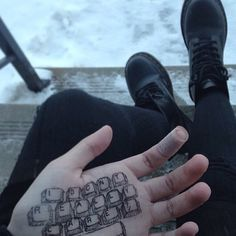 Image about cute in grunge⛈ by europe on We Heart It Henna Tattoos, Sharpie Tattoos, Bild Tattoos, Tatoos, Pale Tumblr, Stylo Art, Hand Doodles, Grunge Photography, Aesthetic Photography Grunge