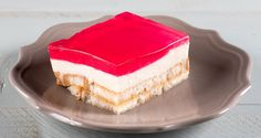 Mom's Jello Dessert by Greek chef Akis Petretzikis! Make an old school dessert with layers of jello, cream and rusks soaked in syrup just like mom used to! Greek Sweets, Greek Desserts, Summer Desserts, Tart Recipes, Healthy Dessert Recipes, Sweet Recipes, Jello Cake, Jello Desserts, Old School Desserts