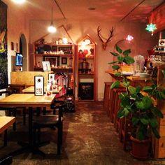 陽が落ちたカフェ空間はこんな感じのガレリアサローネです。立川市栄町にあるカフェギャラリーヘアサロンです。#立川 #カフェ巡り #ギャラリー #ヘアサロン #コーヒー #手作りスイーツ #アンティーク #カウンター #cafe #gallery #hair #salon #ガレリアサローネ #tachikawa #tokyo #nightshot #floor #havefun #haveagoodday #weekend #thankyou