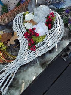 Friedhof Diy Valentines Cards, Valentine Decorations, Valentine Crafts, Christmas Decorations, Holiday Decor, Funeral Flower Arrangements, Funeral Flowers, Floral Arrangements, Grave Decorations