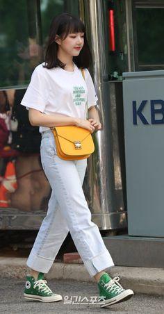 Kpop Fashion, Korean Fashion, Kim Ye Won, Jung Eun Bi, I Have A Crush, G Friend, Girl Crushes, Shirt Style, Beauty Hacks