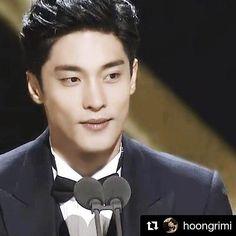 today #sungHoon attends #seoul Drama Awards 2016 .. .. #Repost &Thank you @hoongrimi ・・・ #160918 #서울드라마어워즈2016 #여의도 #kbs홀 #본상시상 #슈트 #성훈 #벌써가나요..ㅠ .. .. .. .. .. today #sungHoon attends #seoul Drama Awards 2016 . @sunghoon1983