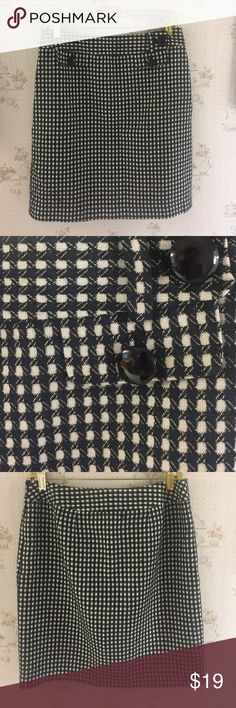 "Ann Taylor Black and White Mini Skirt Excellent pre owed condition. Pairs well with pretty much anything. Does have a Polyester black lining. Shell is 55% Acrylic and 45% Cotton. Side zipper. No pockets. 3 Black Decorative Buttons. 20.5"" in length and about 31"" waist measurement. No trades. Bundle for additional discounts Ann Taylor Skirts Mini"