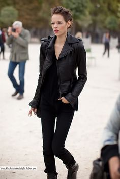 Best Leather Jackets To Wear Now All Black Fashion, Only Fashion, Womens Fashion, Best Leather Jackets, Leather Jacket Outfits, Leather Pants, Sheepskin Jacket, Style Noir, Ootd