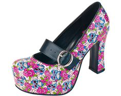 Sugar skulls TOTALLY MY STYLE!!!! I FREAKING LOVE LOVE LOVE THESE!