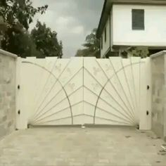 Very clever automatic gate design Exterior Design, Interior And Exterior, Interior Ideas, Automatic Gate, Automatic Driveway Gates, Future House, Architecture Design, House Design, Design Design