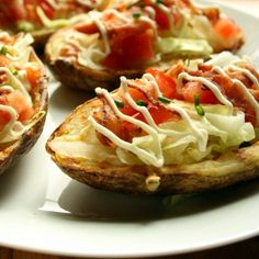 These Gluten Free BLT Potato Skins are a delicious way to have your BLT without any bread. They make an awesome Party food or afternoon snack. Veg Dishes, Potato Dishes, Potato Recipes, Side Dishes, Potatoe Skins Recipe, Potato Skins, Best Party Food, Party Food And Drinks, Homemade Meatloaf