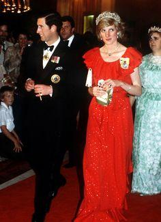 Diana luciendo la tiara Spencer, una de sus piezas de joyería favoritas, y que luciría en su boda junto a Carlos de Inglaterra.