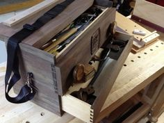 Mobile Workbench Tool Box There are tons of helpful ideas pertaining to your… Tool Box Diy, Wood Tool Box, Wooden Tool Boxes, Wood Tools, Carpentry Tools, Woodworking Hand Tools, Woodworking Workshop, Japanese Woodworking, Workbench Tool Box