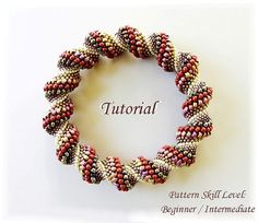 Beadwoven bangle modified Cellini Spiral beading di PeyoteBeadArt