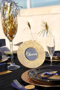 New-Year's-Party-Table-Setting