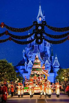 Christmas Time Parade | Disneyland Paris
